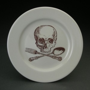 A skull & crossbones never looked so good.  Dinner plate available at foldedpigs's Etsy shop.
