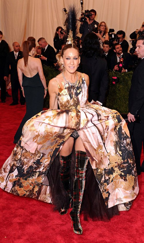 51b859b9-8782-4849-be5a-6923a8aaa66b_sarah-jessica-parker-wardrobe-malfunction-met-ball-gala-2013-dress-knickers-underwear-pants