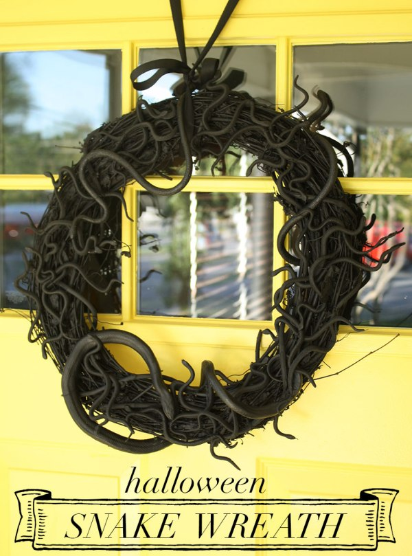 DIY Halloween Snake Wreath | Rosemary on the TV #diy #crafts #holiday #halloween