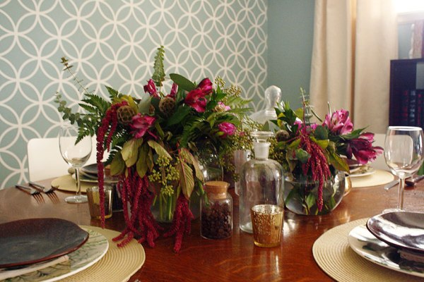Botanical Print-Inspired Thanksgiving Tabletop | Rosemary on the TV #holidays #tabletop #entertaining