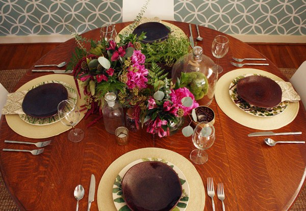 tabBotanical Print-Inspired Thanksgiving Tabletop | Rosemary on the TV #holidays #tabletop #entertaining
